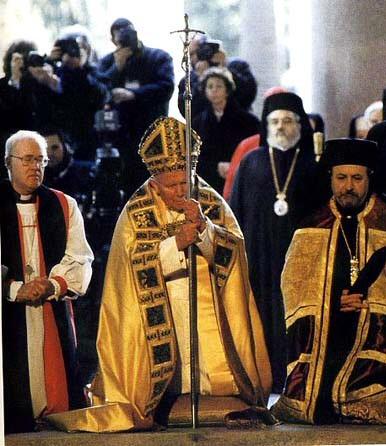Giovanni Paolo II apre la Porta Santa in San Paolo fuori le Mura insieme all'Arcivescovo di Canterbury George Carey e al metropolita ortodosso Atanasio, rappresentante del Patriarca di Costantinopoli Bartolomeo I.