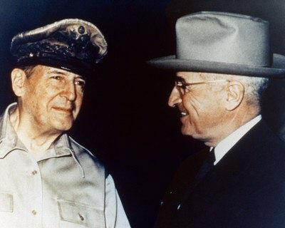 Il generale Douglas Mac Arthur con il presidente USA Harry Truman