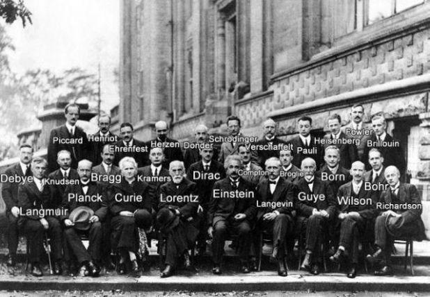 Gli scienziati partecipanti al Congresso Solvay del 1927